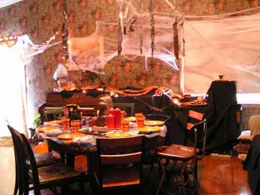 Our $25 Halloween Party  Living on a Dime ~ 092656_Halloween Garage Party Decorating Ideas